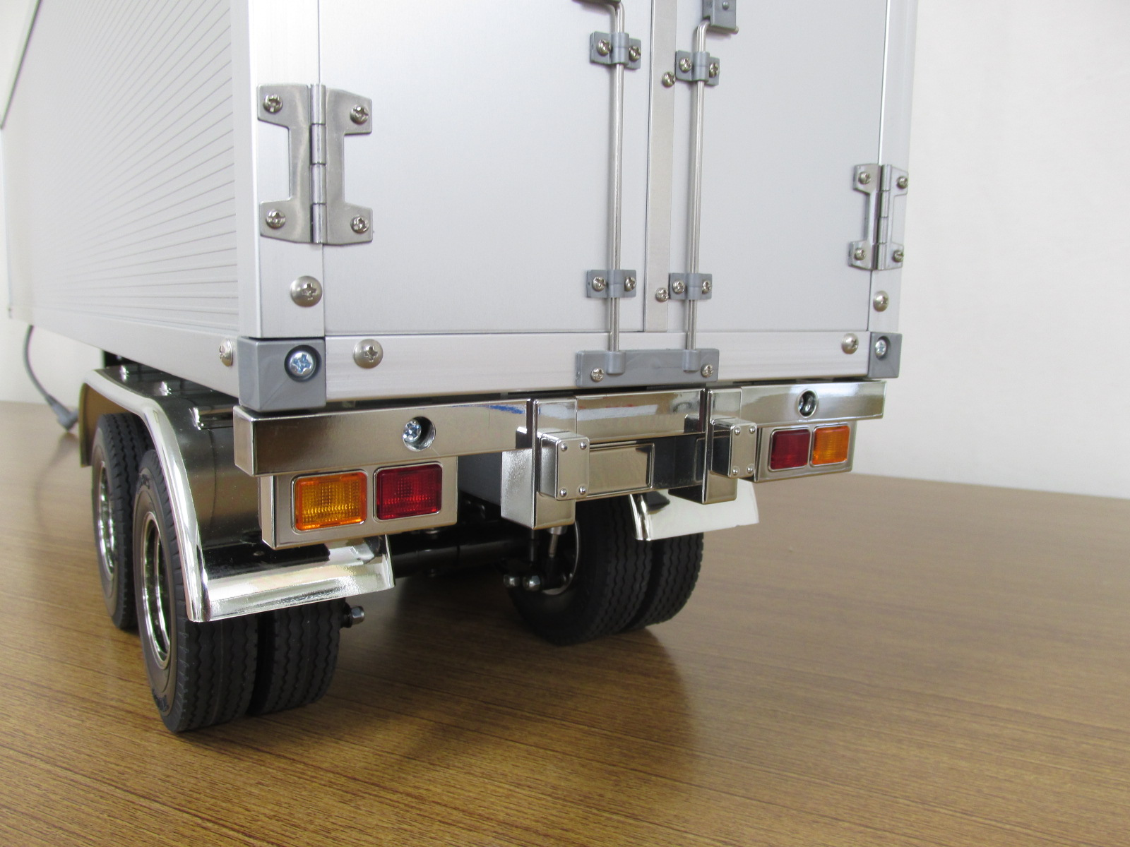 タミヤ 1/14スケール 電動RCビッグトラックシリーズ トレーラートラック用 パネルバン セミトレーラー 組立済