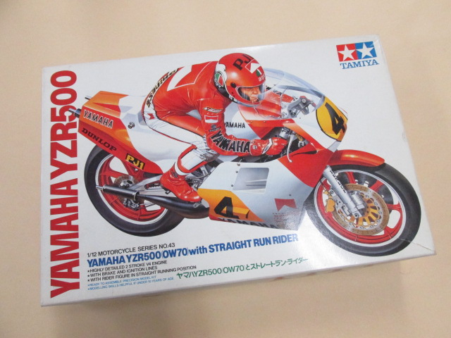 タミヤ 1/12スケール オートバイシリーズNo.43 ヤマハYZR500 (OW70)とストレートランライダー