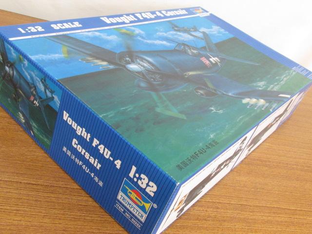 トランペッター 1/32スケール ヴォート F4U-4 コルセア