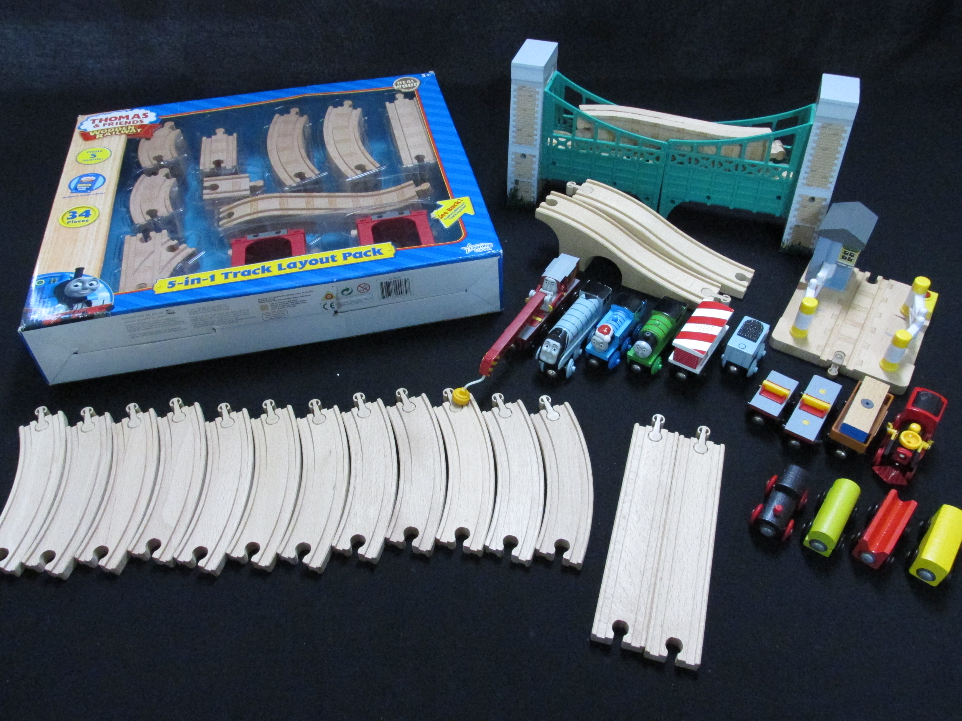ラーニングカーブ社 木のおもちゃ 機関車トーマス 木製レールセット等々
