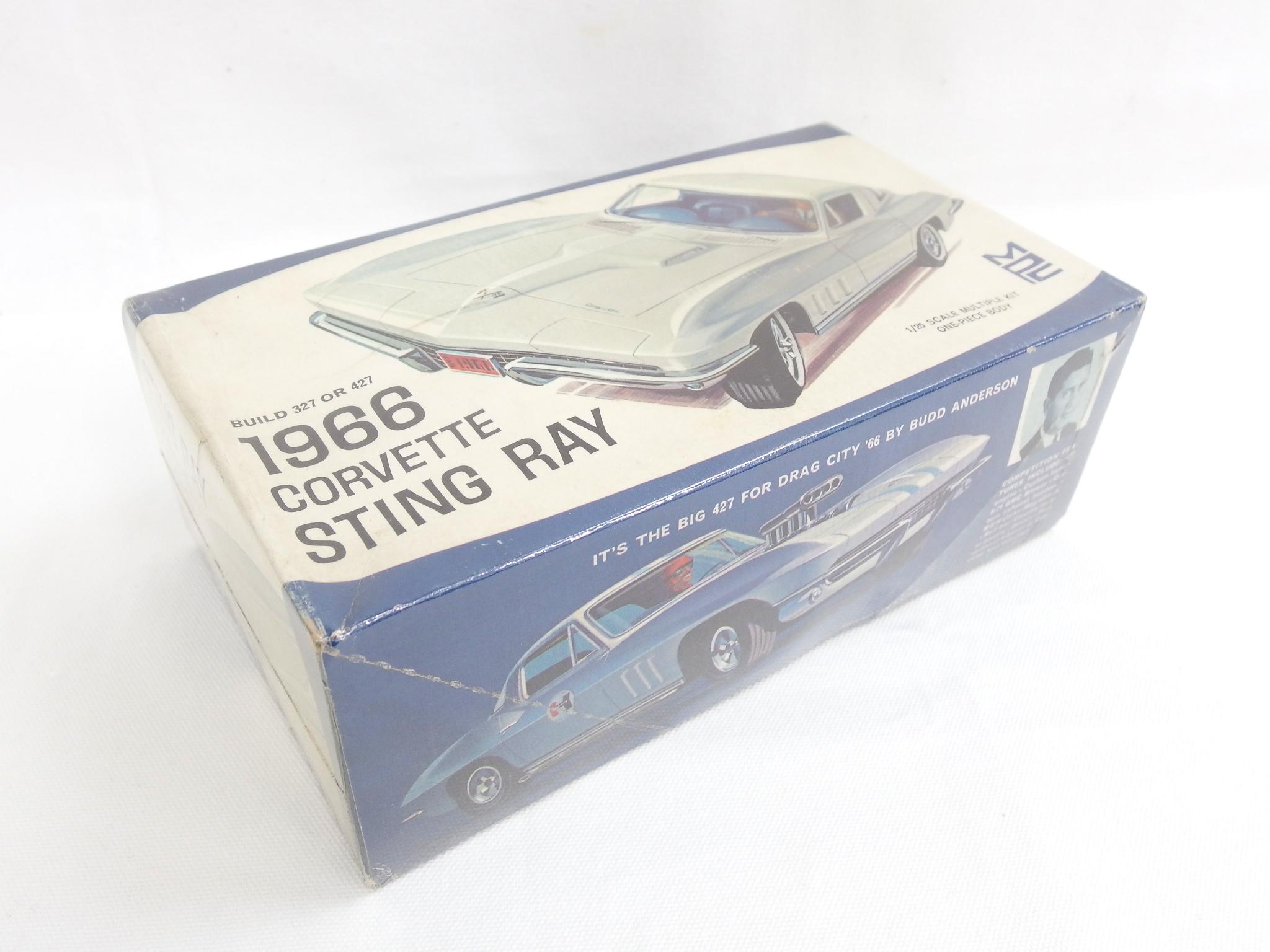 MPC 1/25スケール 1966 コルベット スティングレイ
